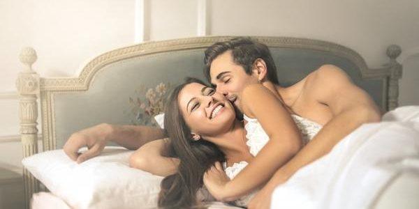 Tromper sa femme avec un transgenre sur la webcam